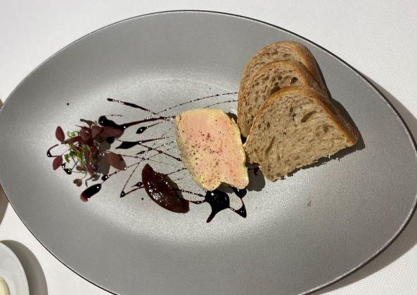 鴨フォアグラのコンフィ アセロラコンフィチュール 黒胡椒 パンドエピス