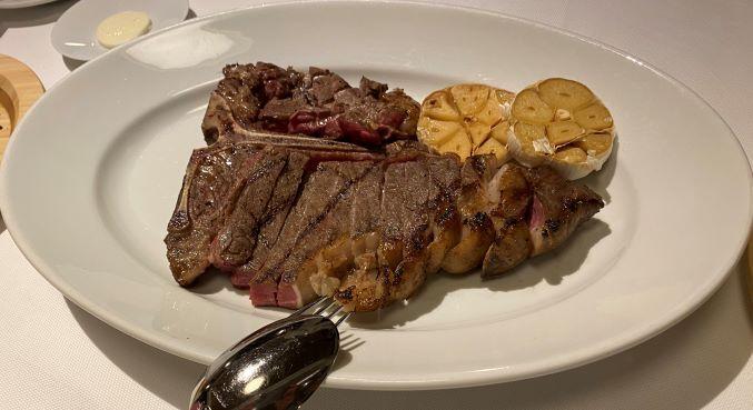 ハレクラニ沖縄の食事Tボーン