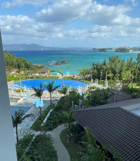 ハレクラニ沖縄オーキッドプール上から撮影