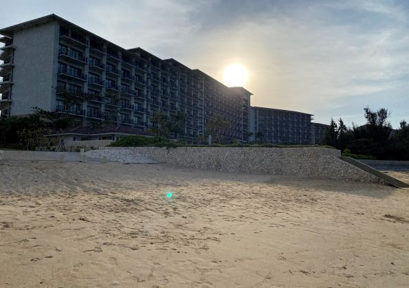 ハレクラニ沖縄の海夕方