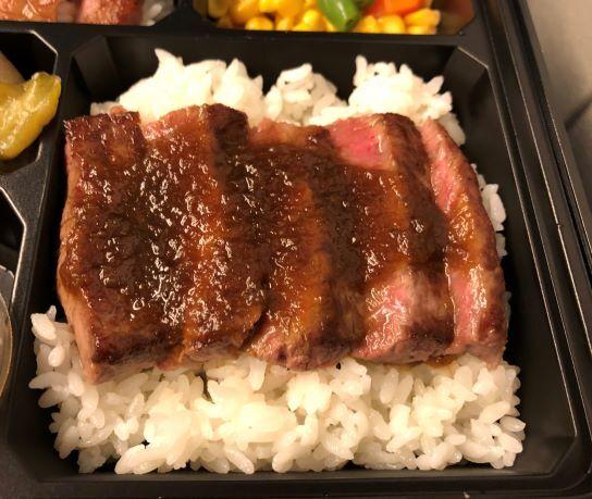 ミート矢澤の贅沢弁当のステーキアップモモ