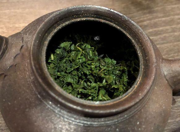 釜炒茶上1煎目茶葉